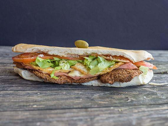 Promo - Súper sándwich de milanesa con jamón y queso