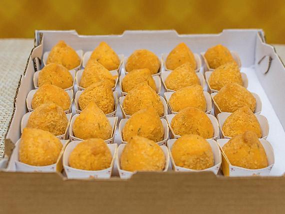 Kit coxinhas frango com cheddar (25 unidades)