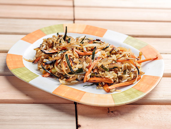 Wok de arroz oriental