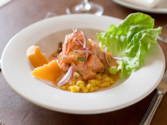 Ceviche de salmón rosado