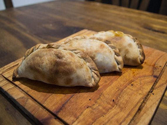 Docena de empanadas criollas