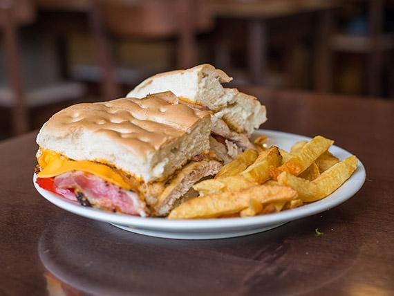 Sándwich especial de pollo con bacon