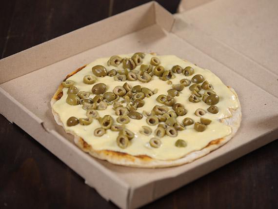 Pizzeta muzzarella con aceitunas