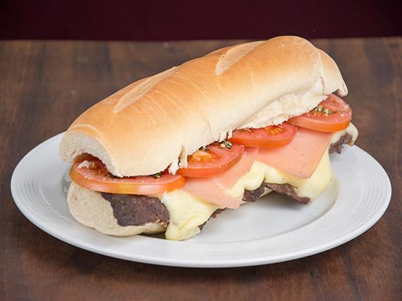 Sándwich de lomito napolitano