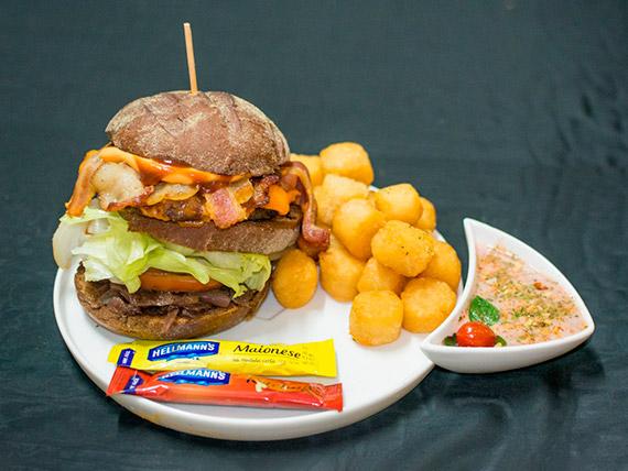 Combo - nº 6 – Artesanal burger black jack + refrigerante + porção de onion rings