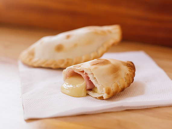 Empanada (JQ) de jamón y queso