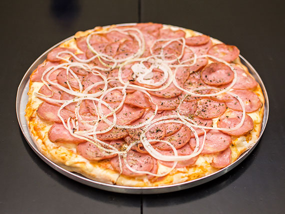 Pizza de Calabresa grande (30 cm)