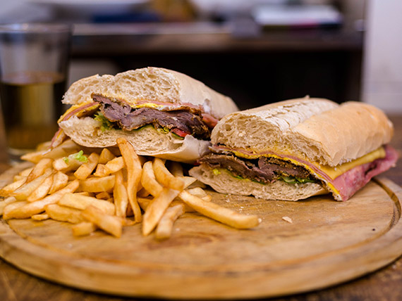 Sándwich de milanesa Don Tobías  especial