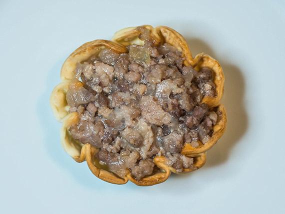 Petit panier de cerdo con cebollas caramelizadas a la miel