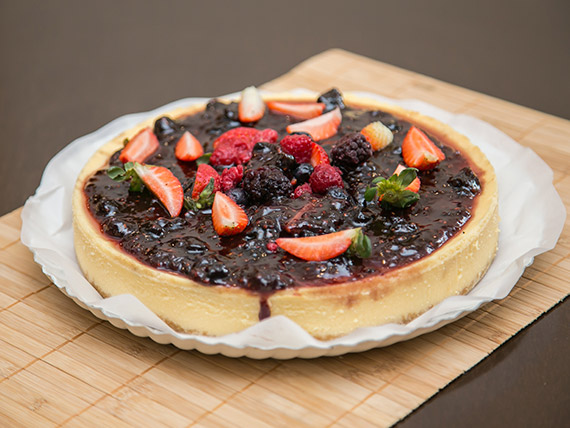 Cheesecake de frutos rojos (10 porciones)