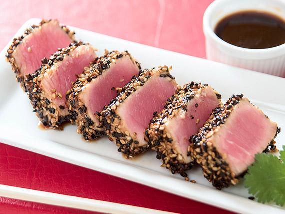 024 - Tataki de atún rojo y sésamo (6 unidades)