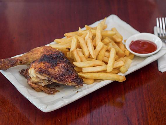 82 - 1/4 pollo asado con papas fritas