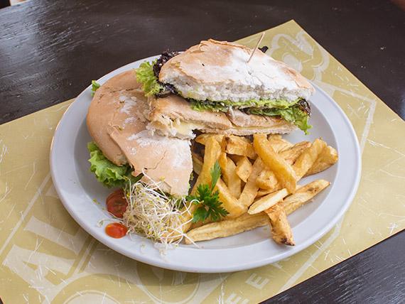 Sándwich de pollo grillé