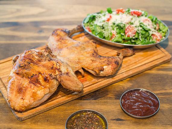Promo 3 - Pollo entero + guarnición + 2 salsa (comen 4 personas)