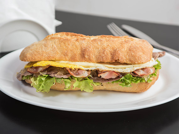 Sándwich akitu americano