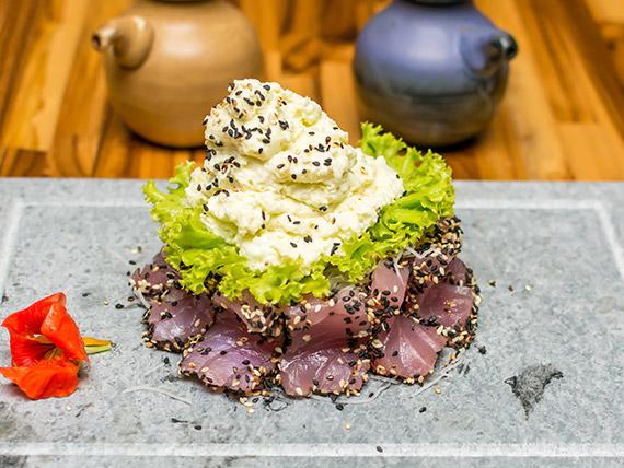 Sashimi atum em crosta de gergelim (10 unidades)