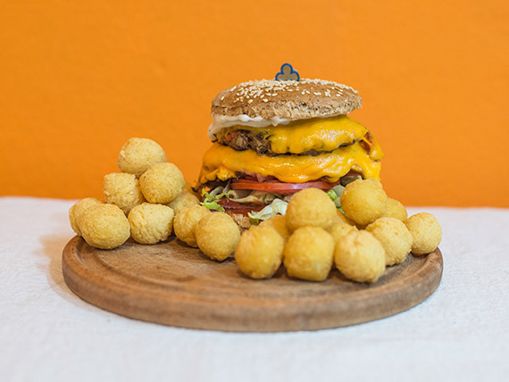 WIKI hamburguesa completa con papas McCain