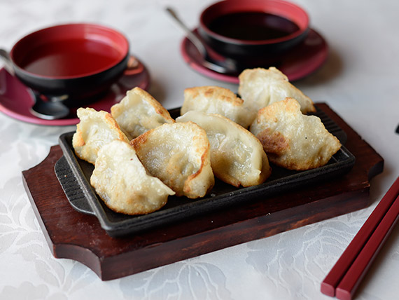 19 - Ravioles chinos a la plancha (8 unidades)