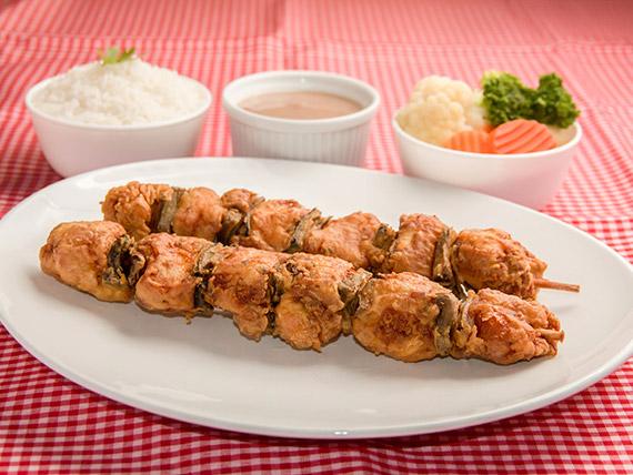 Combo 5 - 2 espetinhos de frango + 3 acompanhamentos