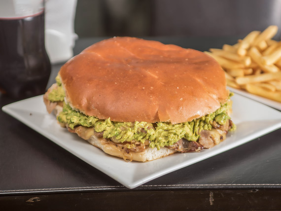 Promo - Sándwich de 1.5 kg + papas fritas + bebida 1.5 L