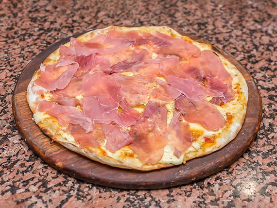 Pizza presunto parma com geléia de damasco
