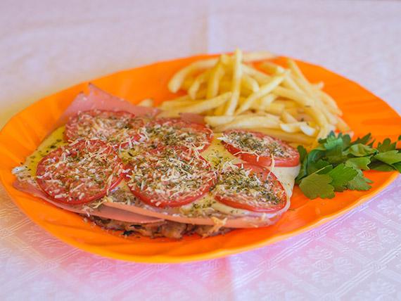 Milanesa napolitana con guarnición y pan