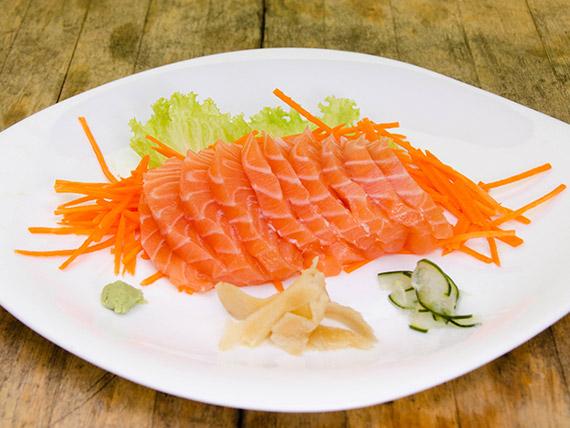 143 - Sashimi salmão