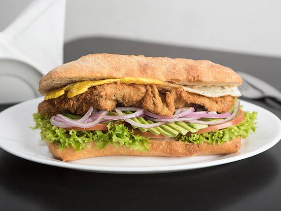 Sándwich akitu milanesa de carne