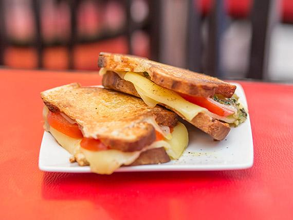 Sándwich tostado italiano