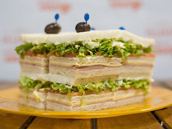 Sándwiches triples (8 unidades)