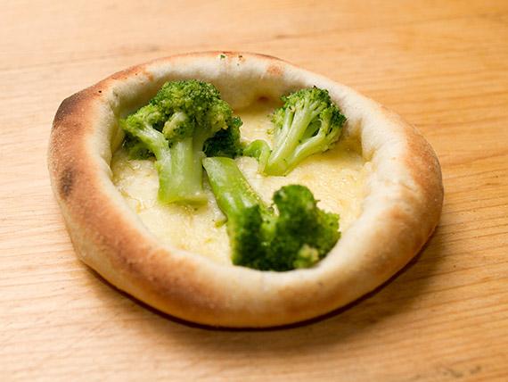 16 - Esfiha brócolis com mussarela