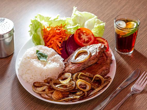 Picanha com arroz e salada mista