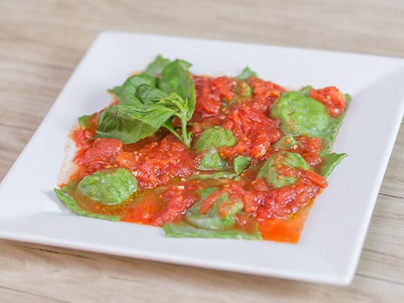 Raviolones caseros de verduras con salsa a elección