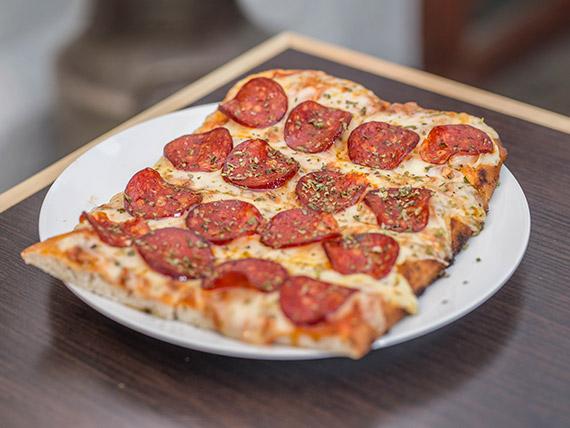 Porción de muzzarella con pepperoni