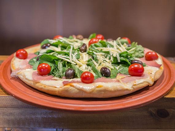 Pizza con rúcula entera