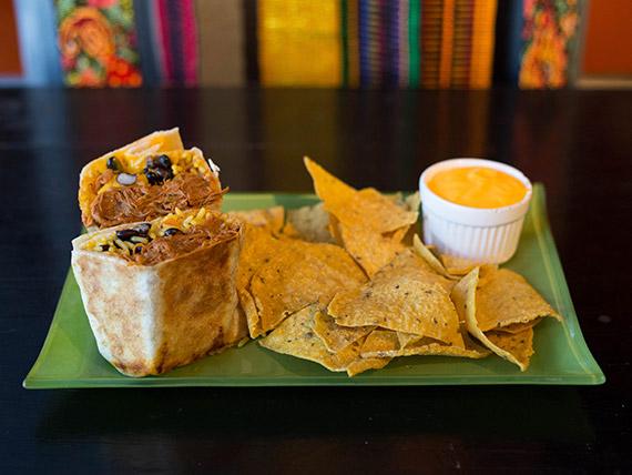 Promo - Burrito de carne desmechada + nachos con cheddar + bebida 500 ml