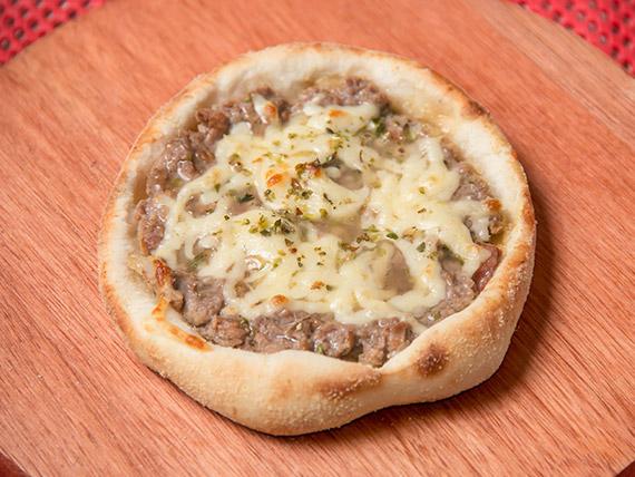 Esfiha de carne com queijo