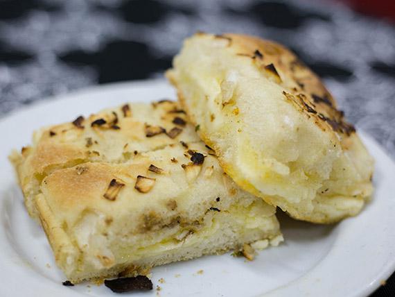 Fugazzeta de queso con cebolla