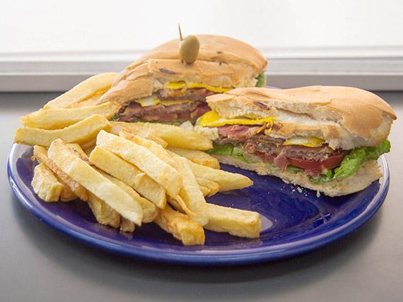 Sándwich lomo cheddar