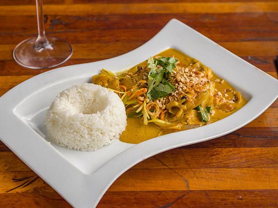 Pollo curry (gà cà ry)