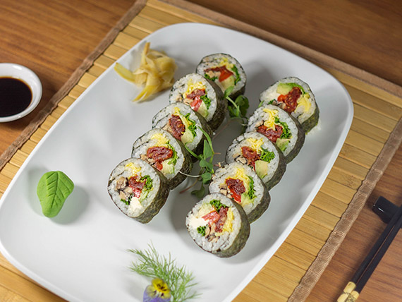 Futomaki de vegetales de estación (10 piezas)