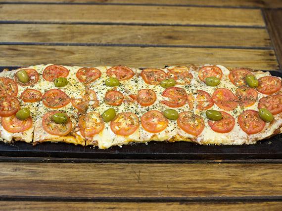 Pizza napolitana (12 porciones)