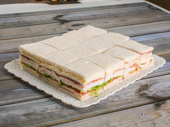 Promo 12 - 24 sándwiches triples especiales