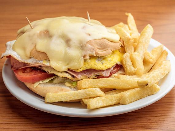Sándwich gran figazza con papas fritas