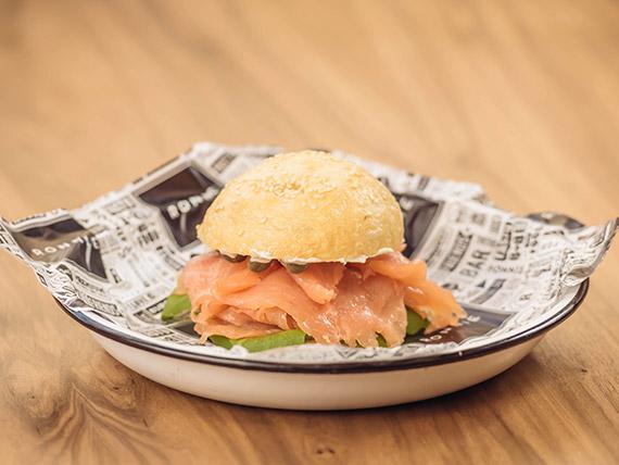 Hot NY Bagel sándwich con guarnición