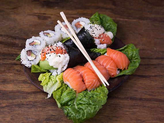 Promo 4 - Temaki de salmón (2 piezas) + nigiris  de salmón (5 piezas) + New York Phila (5 piezas)