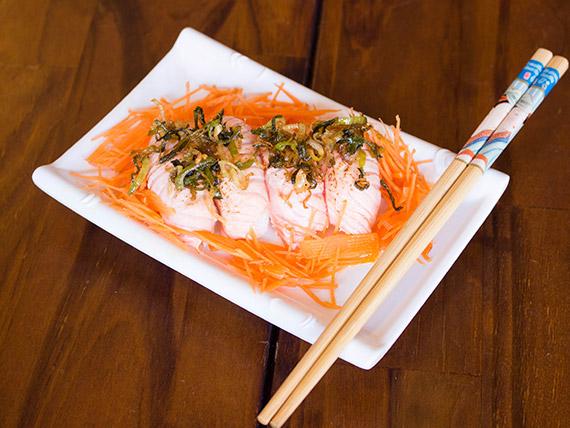 Niguiri sushi salmão maçaricado