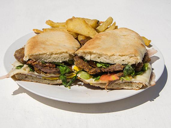 Promo 4 - Sándwich de milanesa completa con papas fritas