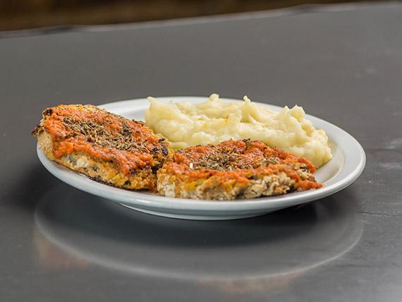 32 - Chop suey de frescos vegetales, pollo sobre colchón de arroz integral saleado con soja