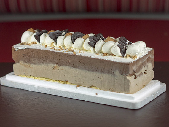 Postre de chocolate y almendrado